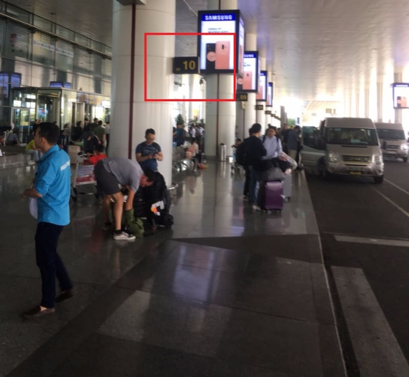 Clolumn no 10 for driver meeting at Noibai Airport Transfer Dichungtaxi