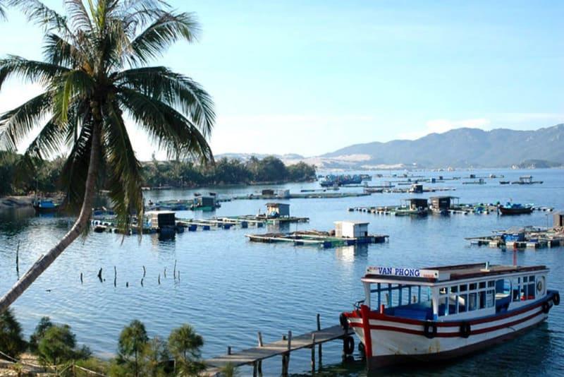 cang-Cam-Ranh-Nha-Trang-Dam-Mon-Taxi2