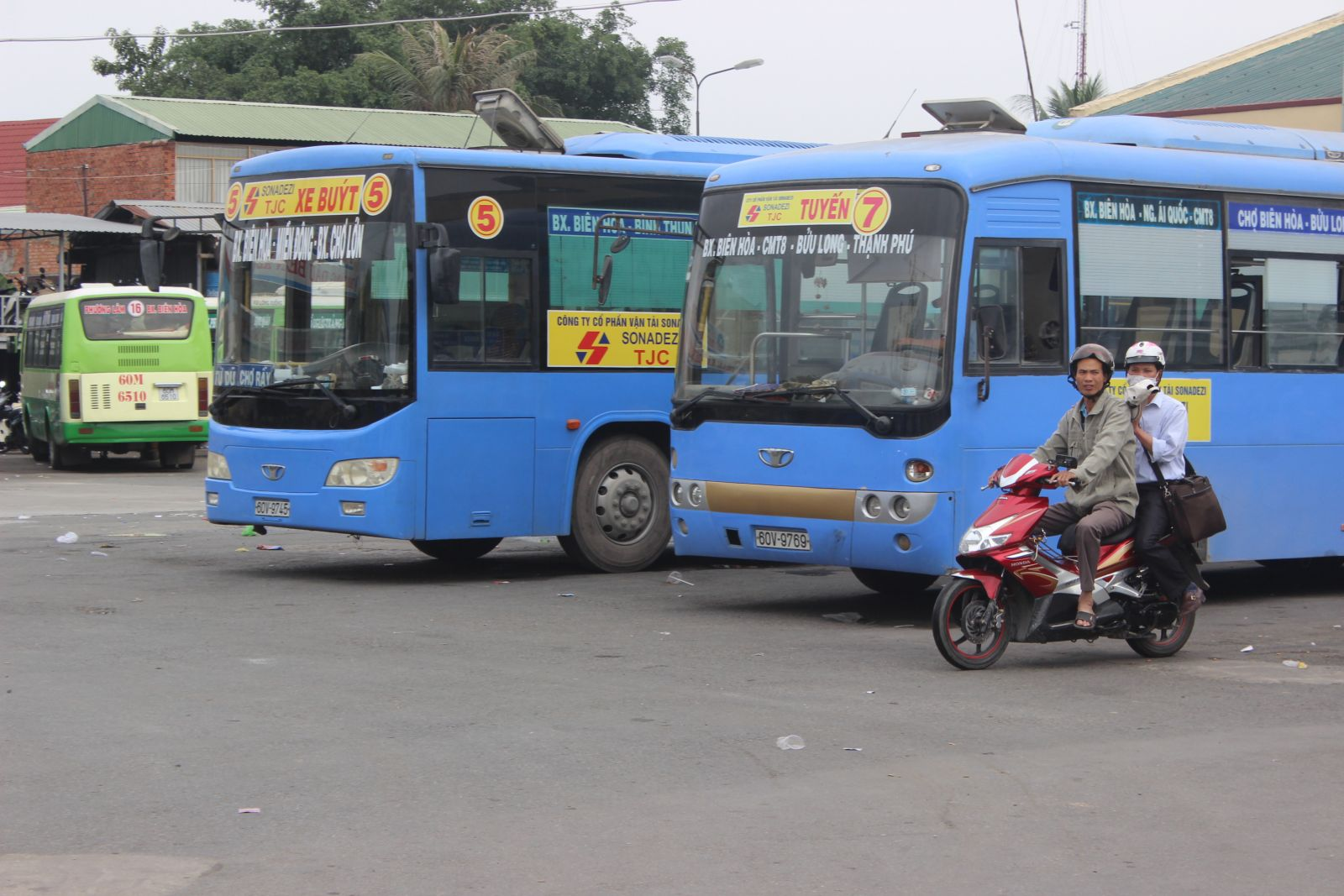 Bus No.05 and Bus No.07 from Ho Chi Minh city to Bien Hoa